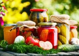 bunatati-pentru-la-iarna-pregateste-7-retete-de-muraturi-cu-legume-si-fructe-de-vara_size1